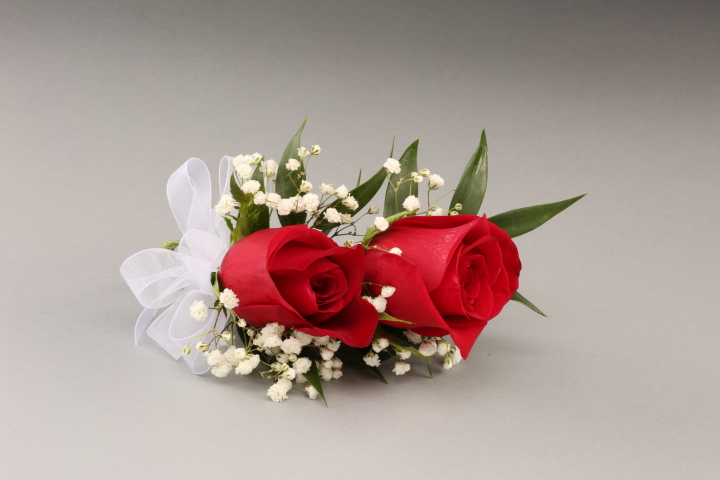 PICTURE OF ROSES & BABY'S BREATH CORSAGE