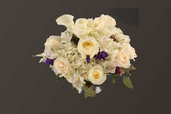 PICTURE OF MIXED FLOWER WHITES CENTER PIECE