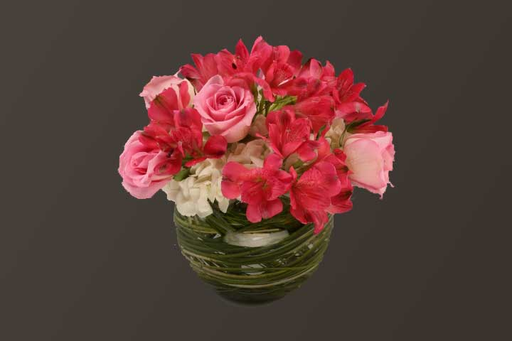 PICTURE OF MIXED PINK FLOWER CENTER PIECE
